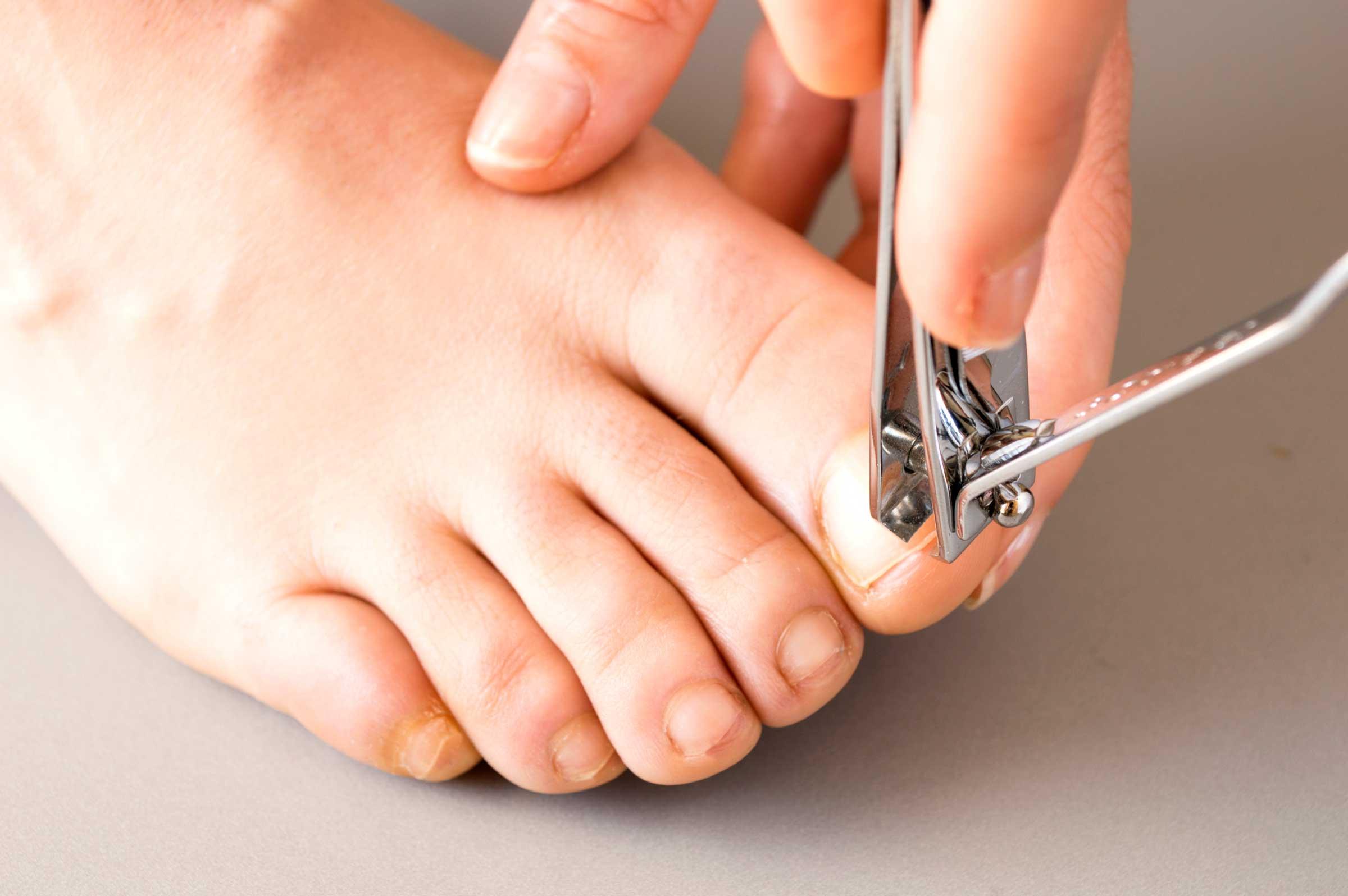 - footcarenails - Mantenga sus uñas cortas y limpias